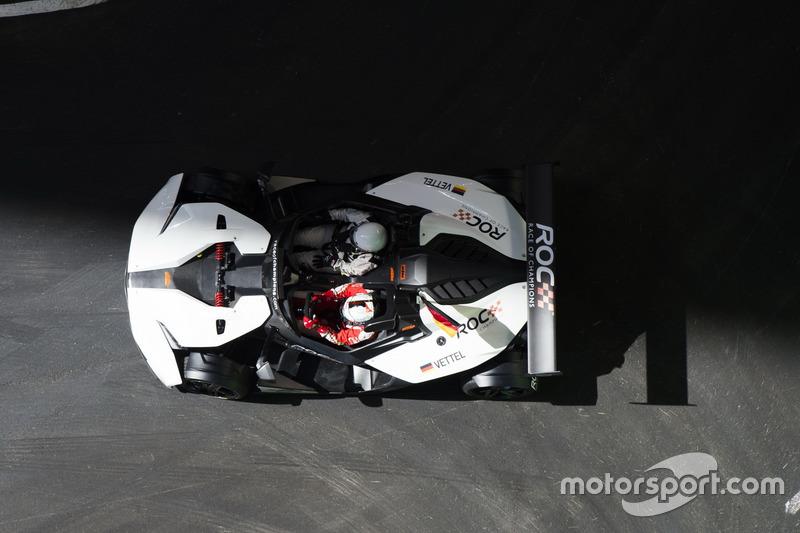 Tim Jerman, Sebastian Vettel, mengemudikan KTM X-Bow Comp R