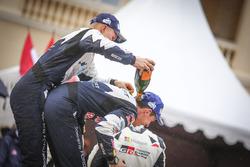 Le vainqueur Julien Ingrassia, M-Sport, se fait doucher au champagne par Ott Tänak