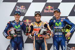 Le poleman Marc Marquez, Repsol Honda Team, le deuxième, Maverick Viñales, Yamaha Factory Racing, le troisième, Valentino Rossi, Yamaha Factory Racing
