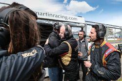 Lotus takım elemanları, Pietro Fittipaldi'nin zaferini kutluyor