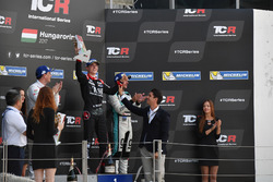 Le vainqueur Attila Tassi, M1RA, Honda Civic TCR, le deuxième Norbert Michelisz, M1RA, Honda Civic TCR, le troisième Jean-Karl Vernay, Leopard Racing Team WRT, Volkswagen Golf GTi TCR