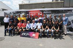 السائقين وتشايس كاري، الرئيس التنفيذي لمجلس إدارة مجموعة الفورمولا واحد وجان تود، رئيس الاتّحاد الدو