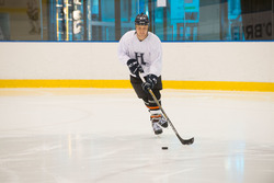 Valtteri Bottas, Mercedes AMG F1 joue au hockey sur glace