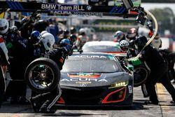 #86 Michael Shank Racing Acura NSX: Oswaldo Negri Jr., Jeff Segal, Tom Dyer, Pit stop