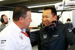 Исполнительный директор McLaren Technology Group Зак Браун и глава Honda Motorsport Юсуке Хасегава