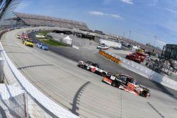 Matt Kenseth, Joe Gibbs Racing Toyota, Kevin Harvick, Stewart-Haas Racing Ford
