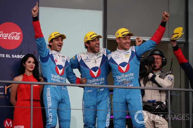 Podium P2: #31 Vaillante Rebellion Racing Oreca 07 Gibson: Julien Canal, Bruno Senna, Nicolas Prost