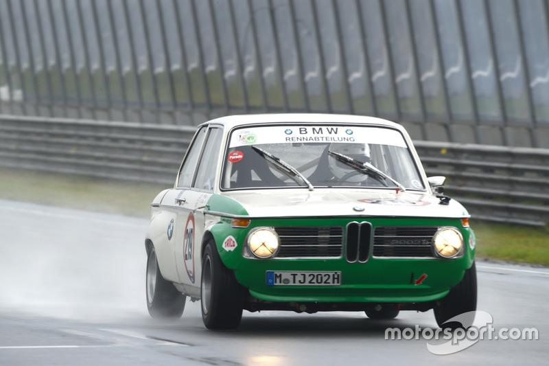 Cosmas Asam racet met de BMW 2002 Ti