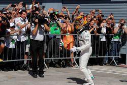 Sieger Lewis Hamilton, Mercedes AMG F1, im Parc Ferme