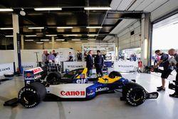 Riccardo Patrese, Karun Chandhok y el FW14 Renault