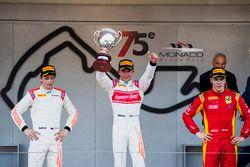 Podyum: Yarış galibi Nyck De Vries, Rapax, 2. Johnny Cecotto, Rapax, 3. Gustav Malja, Racing Enginee