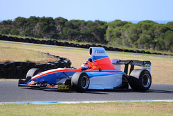 Todd Hazelwood prueba el Fórmula Thunder 5000