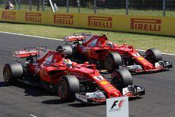 Polesitter Sebastian Vettel, Ferrari SF70-H; 2. Kimi Raikkonen, Ferrari SF70-H