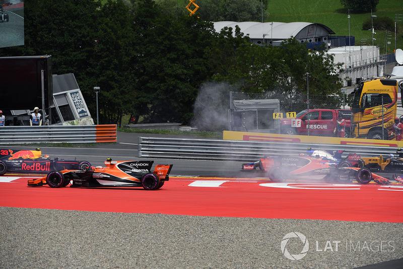 Макс Ферстаппен, Red Bull Racing RB13, Фернандо Алонсо, McLaren MCL32, Данііл Квят, Scuderia Toro Rosso STR12, зіткнення