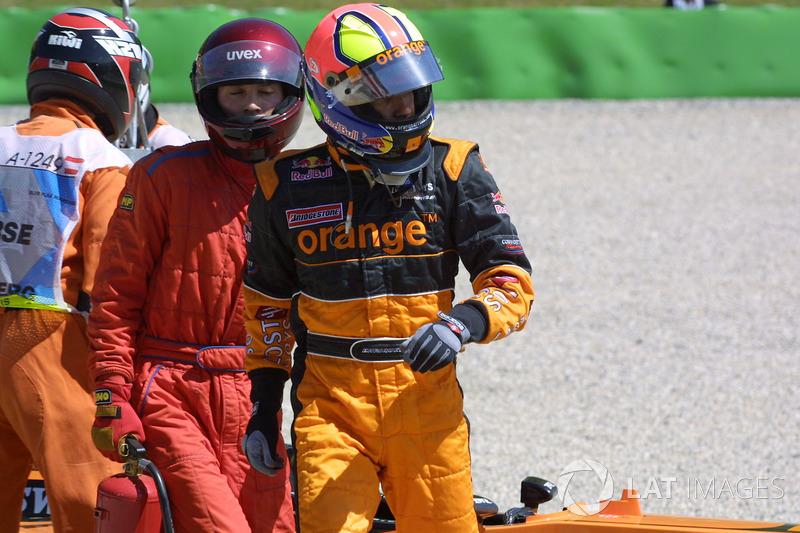 Arrows A23 Бернольди получила столь серьезные повреждения, что уже на втором круге бразильцу пришлось сойти