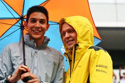 (L to R): Esteban Ocon, Manor Racing with Kevin Magnussen, Renault Sport F1 Team on the drivers parade