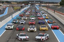 Otomobiller grup fotoğrafı