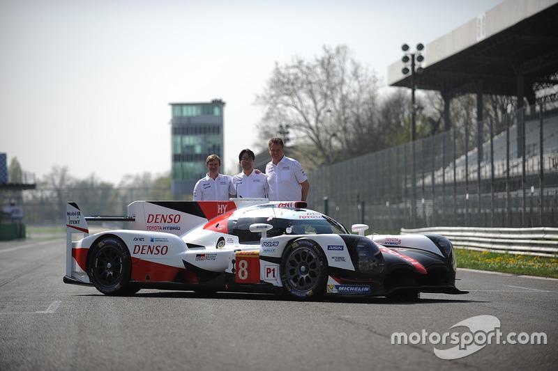 Hisatake Murata und Pascal Vasselon mit dem Toyota TS050 Hybrid, Toyota Racing
