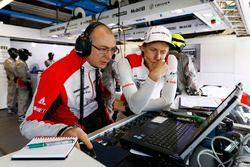 Amiel Lindesay, crew chief, Brendon Hartley, Porsche Team
