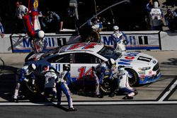 Clint Bowyer, Stewart-Haas Racing Ford, pit stop