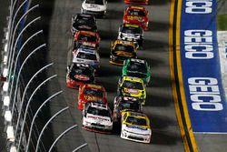 Kasey Kahne, Hendrick Motorsports Chevrolet and Brad Keselowski, Team Penske Ford