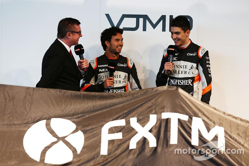 David Croft mit Sergio Perez und Esteban Ocon, Sahara Force India F1 Team