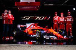 Kimi Raikkonen, Sebastian Vettel, Antonio Giovinazzi, Maurizio Arrivabene, Ferrari Takım Patronu ve