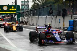 Carlos Sainz Jr., Scuderia Toro Rosso STR12, Nico Hulkenberg, Renault Sport F1 Team RS17, out of the pits