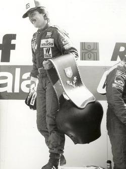 Come vincitore del Gran Premio di Svizzera, Keke Rosberg ricevette una tipica campana elvetica per l