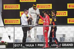 Podium : Andrew Shovlin, ingénieur de course en chef, Mercedes AMG F1, le vainqueur Lewis Hamilton, Mercedes AMG F1, le deuxième, Sebastian Vettel, Ferrari, le troisième, Daniel Ricciardo, Red Bull Racing