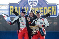 Podium Jari-Matti Latvala, Miikka Anttila, Toyota Racing avec Tommi Makinen