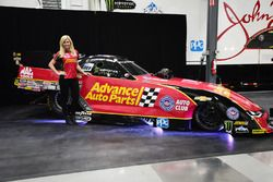Courtney Force con la Chevrolet Camaro Funny Car