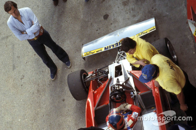 Giorgio Piola and Gilles Villeneuve, Ferrari at Kyalami on 4 March 1978