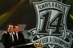 Tony Stewart, Stewart-Haas Racing ve Eddie Vedder