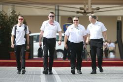 Stoffel Vandoorne, Eric Boullier, Zak Brown and Jonathan Neale, McLaren