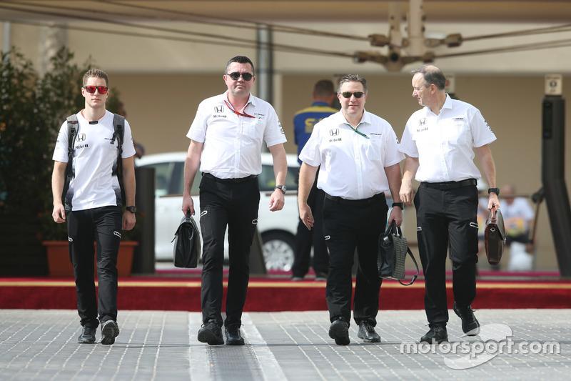 Stoffel Vandoorne, Eric Boullier, Zak Brown et Jonathan Neale, McLaren
