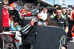 Il vincitore Jonathan Rea, Kawasaki Racing Team nel parco chiuso