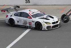 #100 BMW Team RLL BMW M6 GTLM: Lucas Luhr, John Edwards, Kuno Wittmer, Graham Rahal golpea un neumát