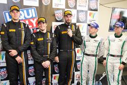 Pressekonferenz nach dem Rennen: Sieger Shane van Gisbergen, Alvaro Parente, Jonathon Webb, Tekno Au
