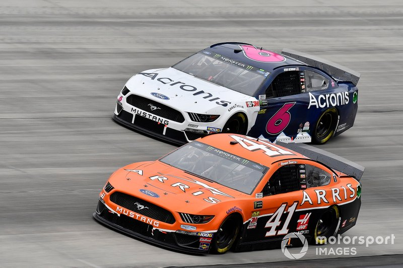 Daniel Suarez, Stewart-Haas Racing, Ford Mustang ARRIS and Ryan Newman, Roush Fenway Racing, Ford Mustang Acronis