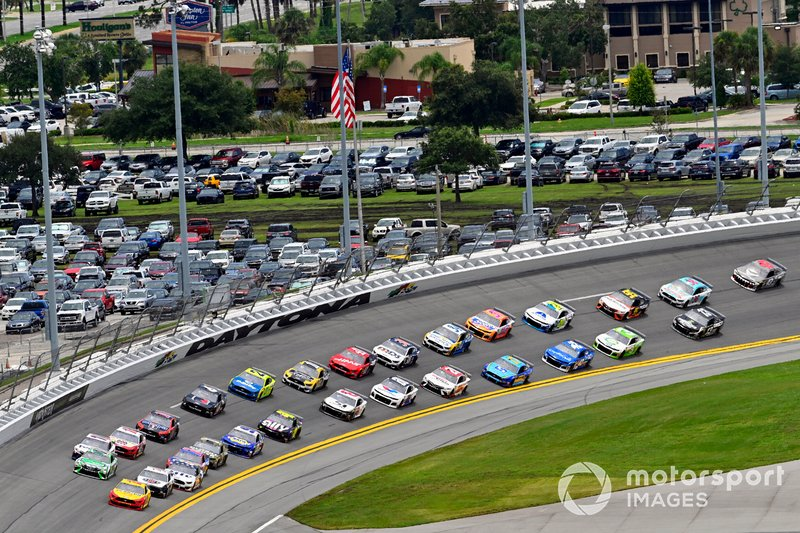 Joey Logano, Team Penske, Ford Mustang Shell Pennzoil and Kyle Busch, Joe Gibbs Racing, Toyota Camry Interstate Batteries