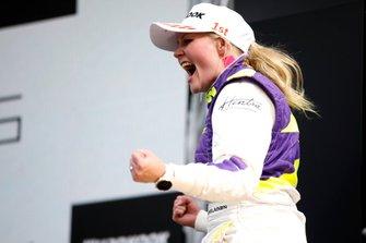 Podium: Racewinnaar Emma Kimilainen