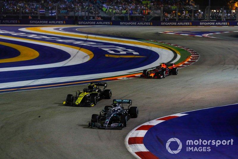 Valtteri Bottas, Mercedes AMG W10, Nico Hulkenberg, Renault F1 Team R.S. 19, en Alexander Albon, Red Bull Racing RB15