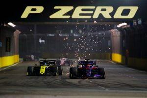 Daniil Kvyat, Toro Rosso STR14, battles with Daniel Ricciardo, Renault F1 Team R.S.19