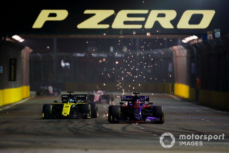 Daniil Kvyat, Toro Rosso STR14, batalla con Daniel Ricciardo, Renault F1 Team R.S.19