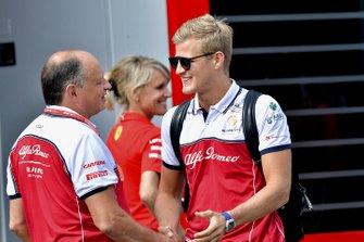 Marcus Ericsson, Alfa Romeo Racing, and Frederic Vasseur, Team Principal, Alfa Romeo Racing