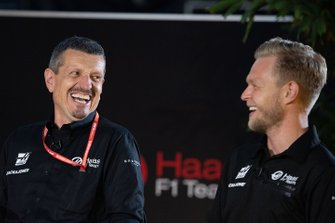 Guenther Steiner, Team Principal, Haas F1 and Kevin Magnussen, Haas F1