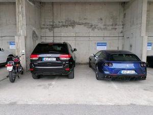 Парковка команды Ferrari в паддоке