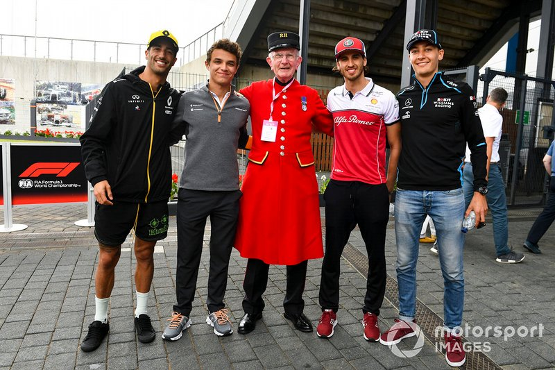 Daniel Ricciardo, Renault F1 Team, Lando Norris, McLaren, Antonio Giovinazzi, Alfa Romeo Racing and George Russell, Williams Racing in the paddock with a Chelsea Pensioner