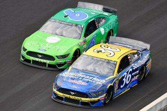 Matt Tifft, Front Row Motorsports, Ford Mustang Southeastern Equipment & Supply / Meijer and Ryan Newman, Roush Fenway Racing, Ford Mustang Acorns